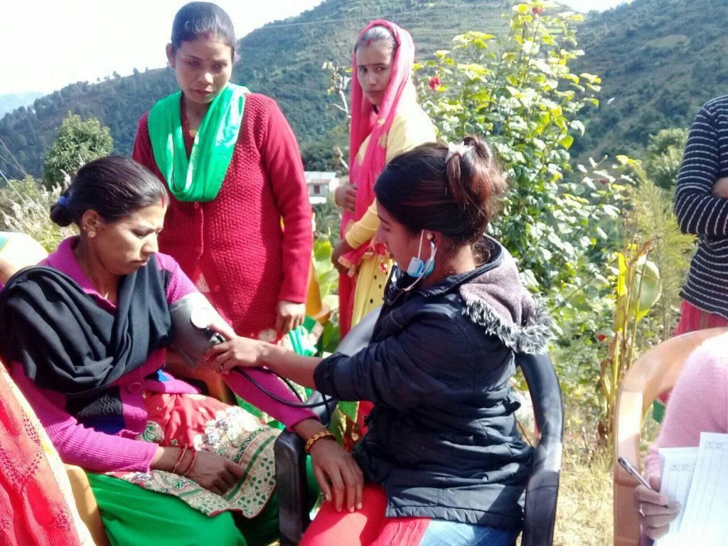 दुर्गम गाउँ दाङवाङमा निशुल्क महिला स्वास्थ्य शिविर